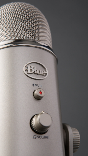 best-microphone-for-youtube-blue-yeti-microphone-front-controls